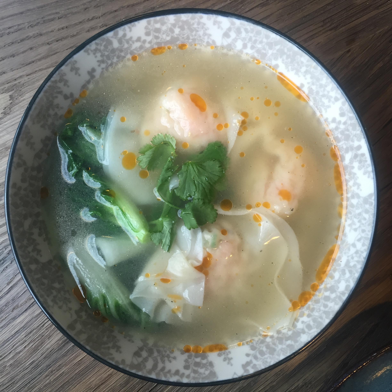 Бао суп с вонтонами