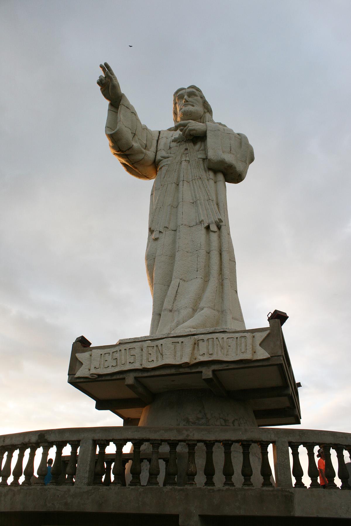 Слукин статуя