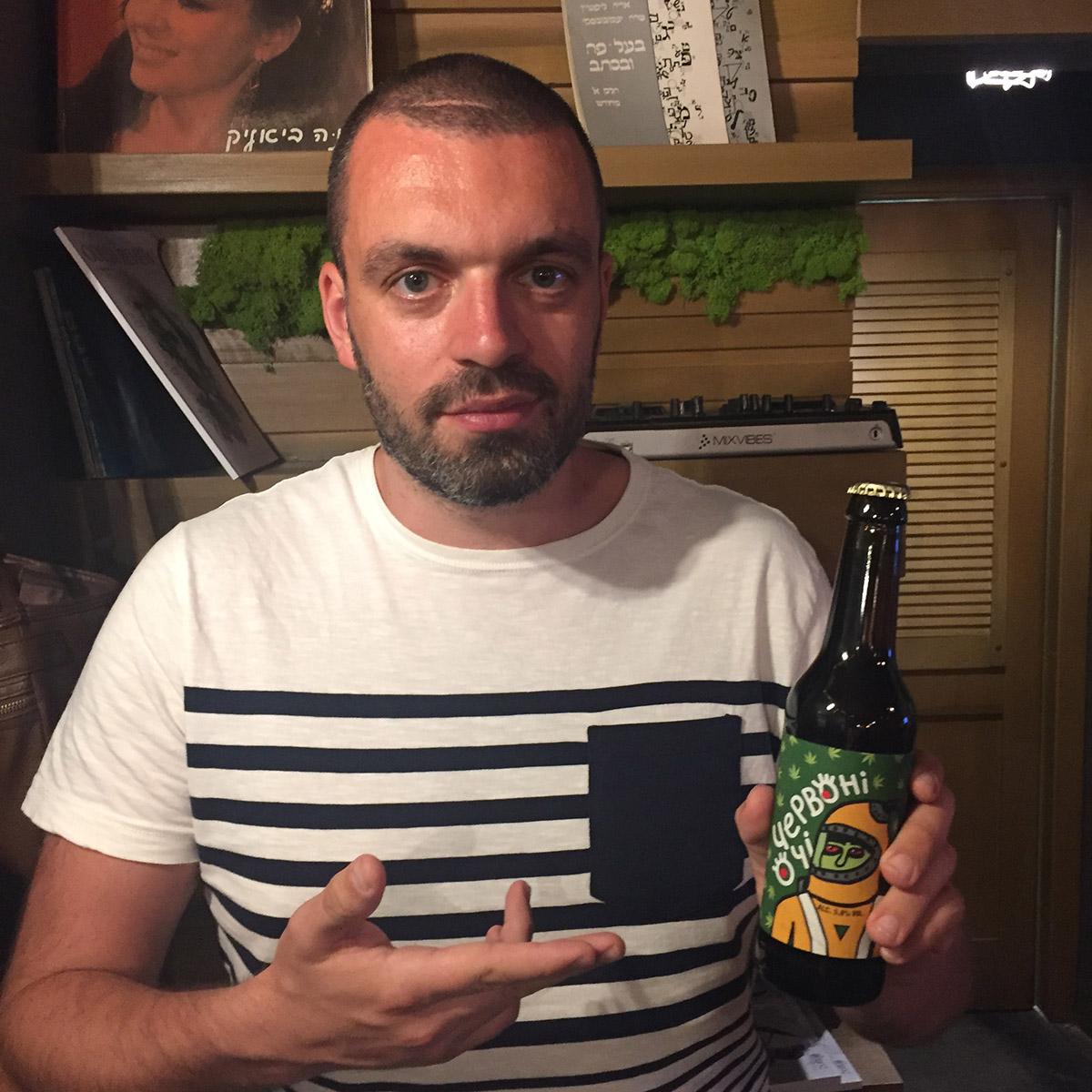 Впечатлила этикетка львовского пива «Червонi очi» .