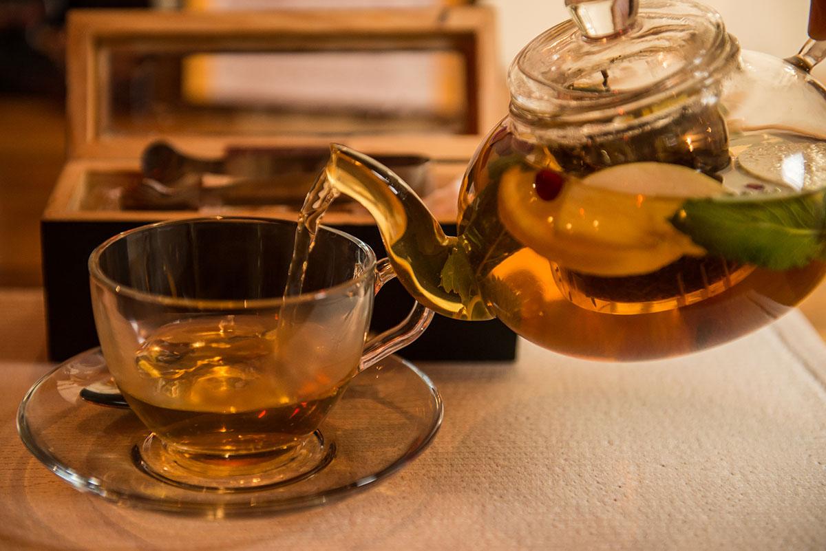 Восточный чай готовят по старинным рецептам.