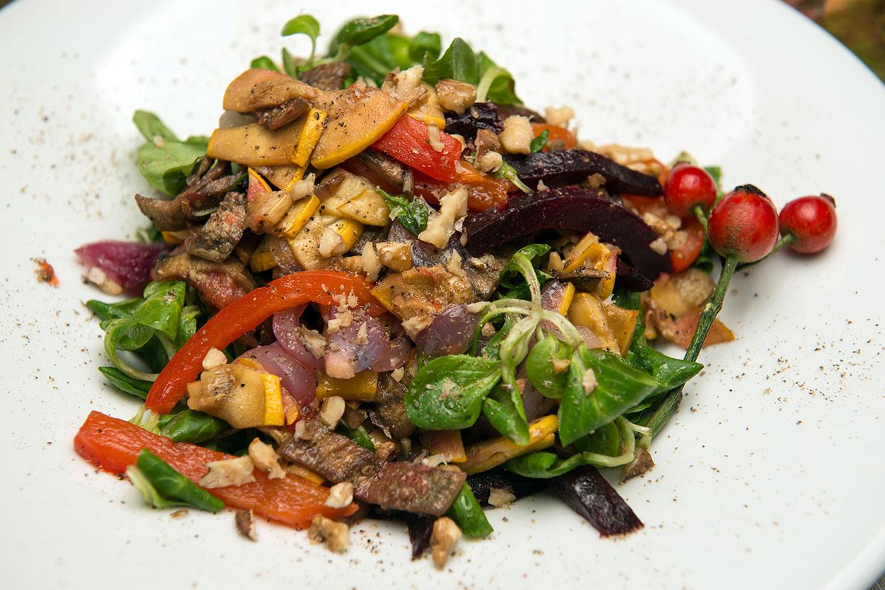 Запечённые овощи с конопляной солью и грецким орехом Даша оценивает в 87 гривен.