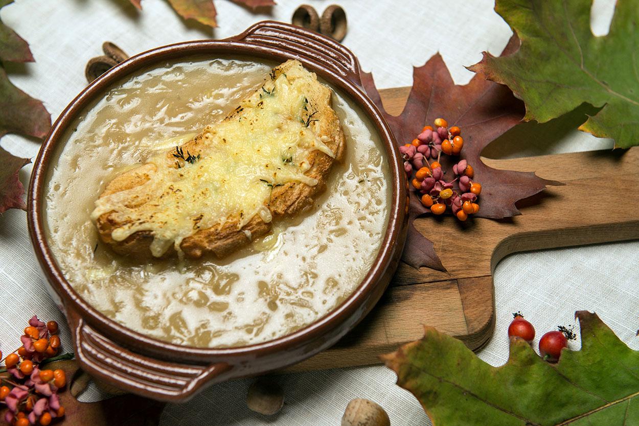 Классический луковый суп стоит 83 гривны.