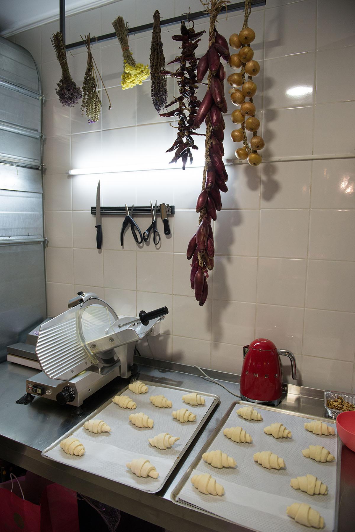 В круассаны добавляют обычное «Селянське» масло 82% жирности.