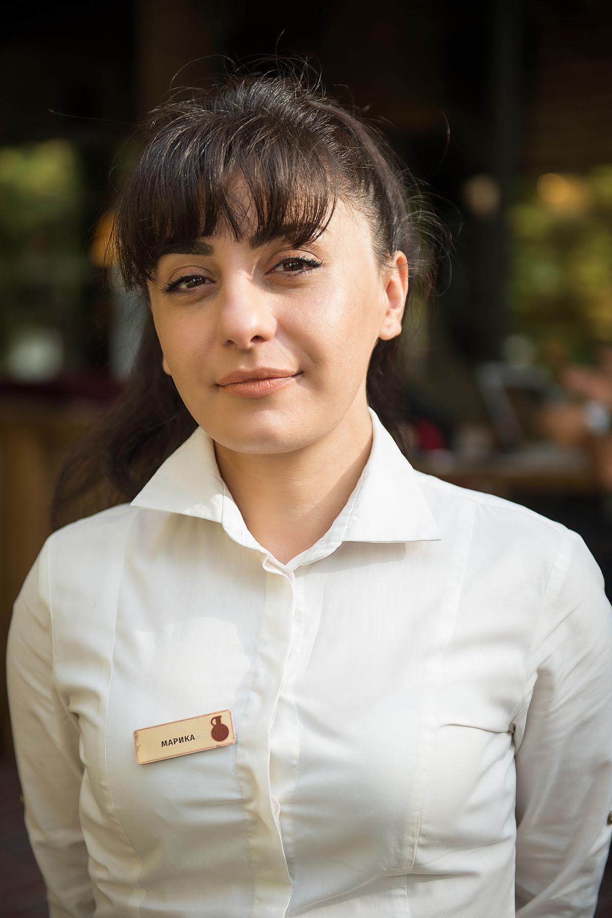 Марика родилась в Кутаиси, который на её родном языке пишется так: ქუთაისი.
