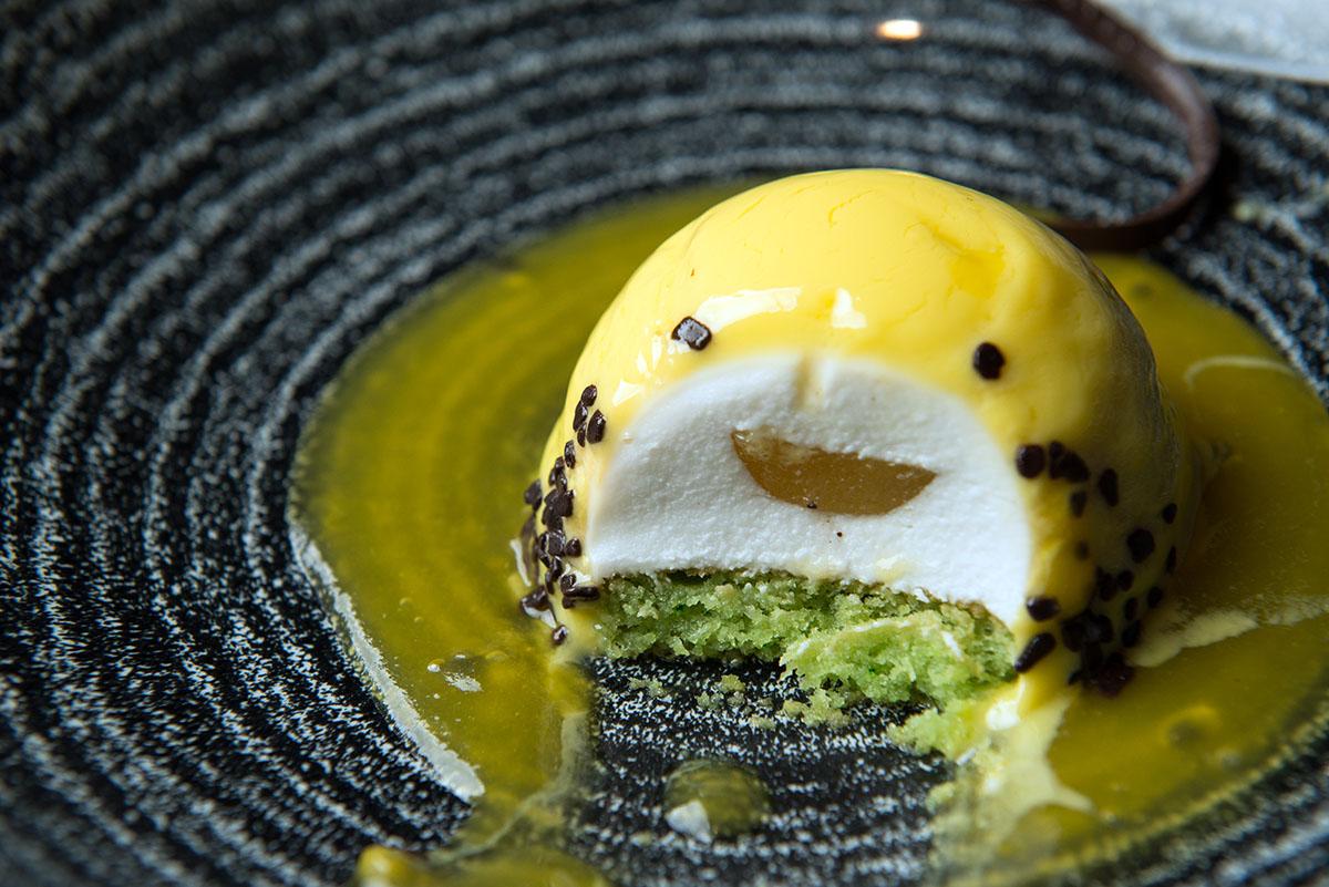 Японские десерты почтительно улыбаются.