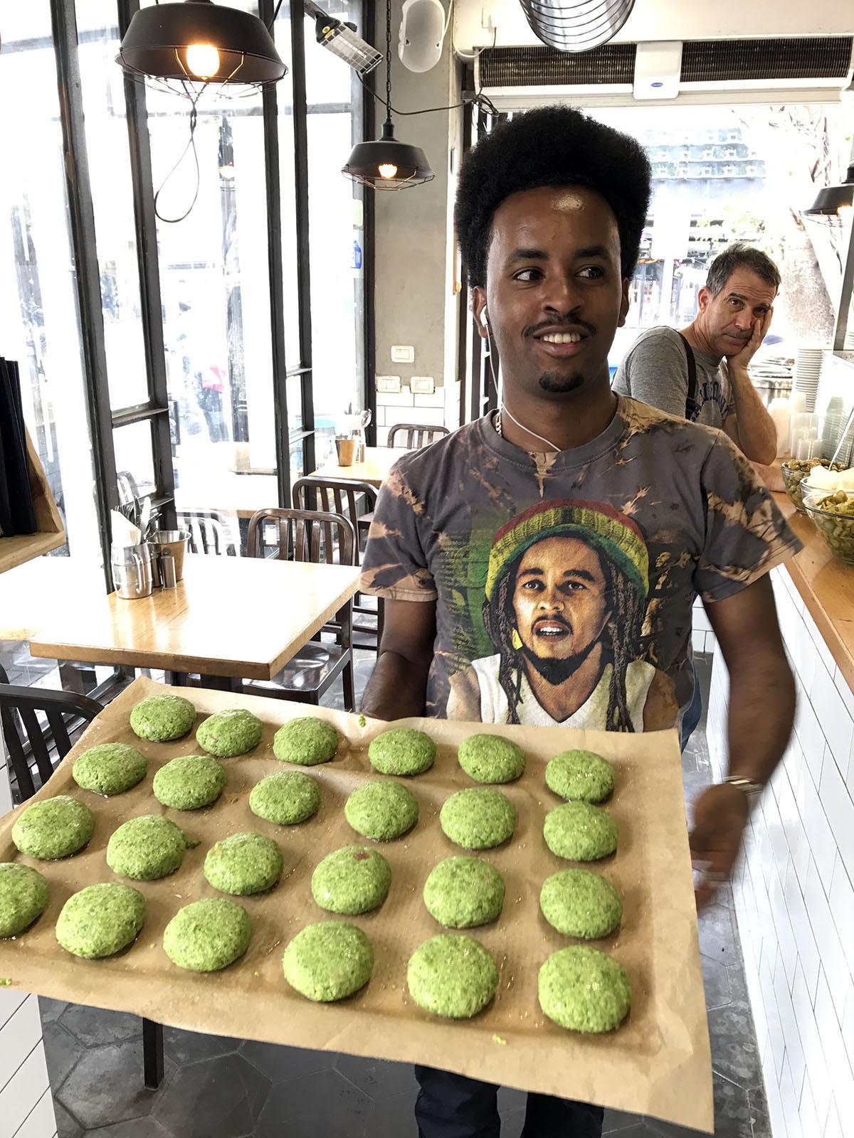 Зелёные шарики – это брокколи с горохом.