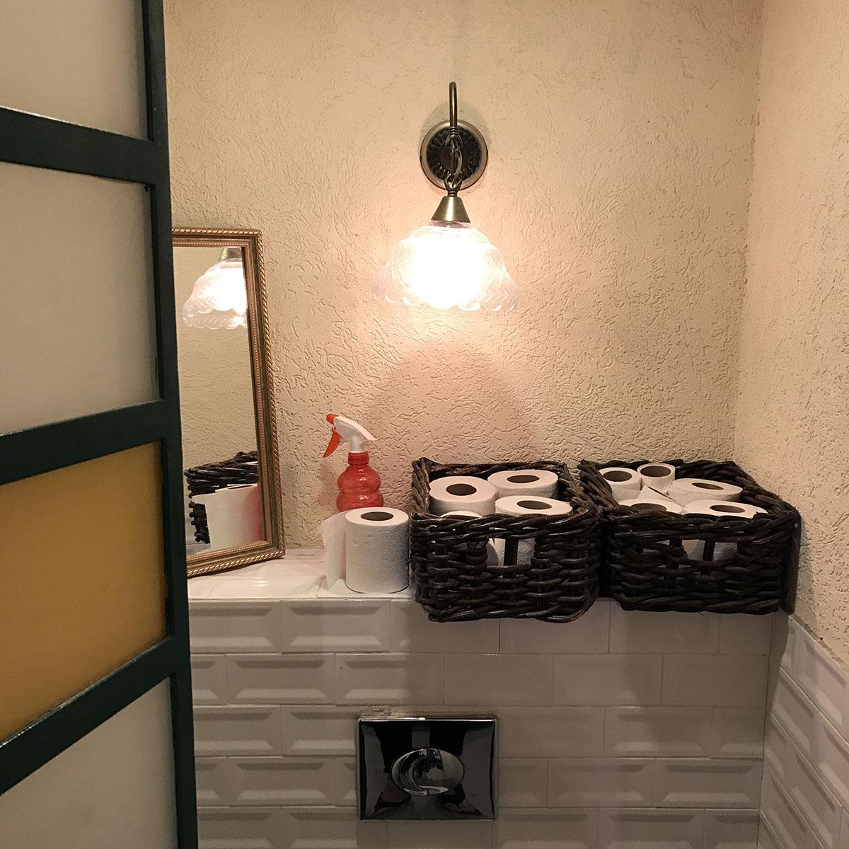 Плюс израильских туалетов в том, что в них никогда не заканчивается туалетная бумага.