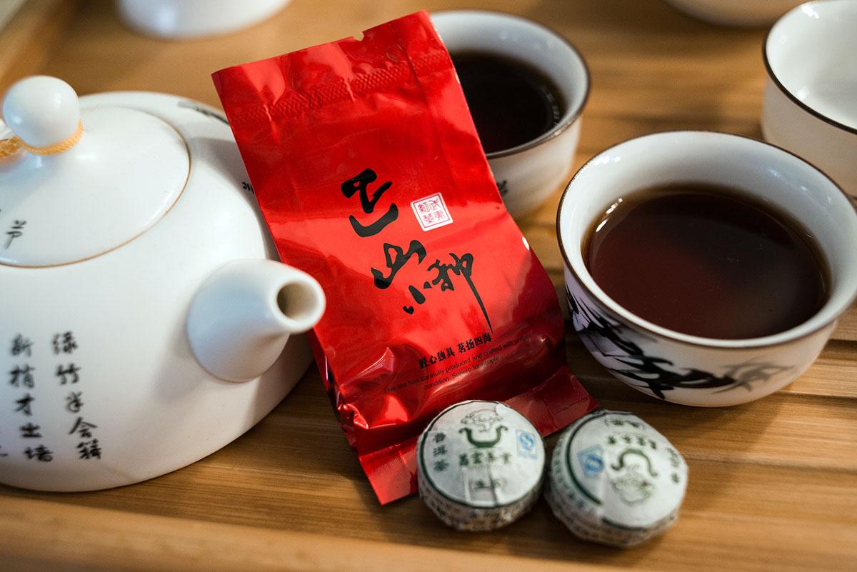 Здесь рады как ценителям чайных церемоний, так и любителям простого чайника с пуэром или дахунпао.