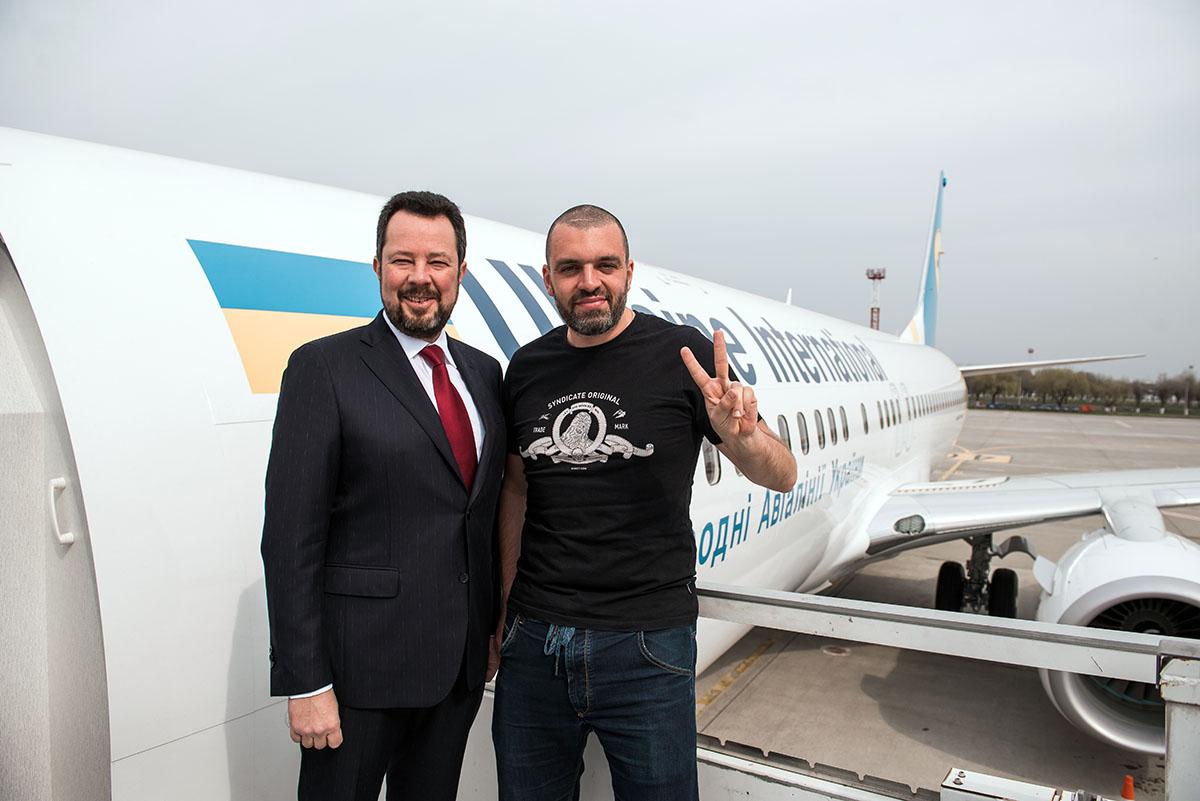 Президент МАУ Юрий Мирошников предпочитает в полёте рыбку.