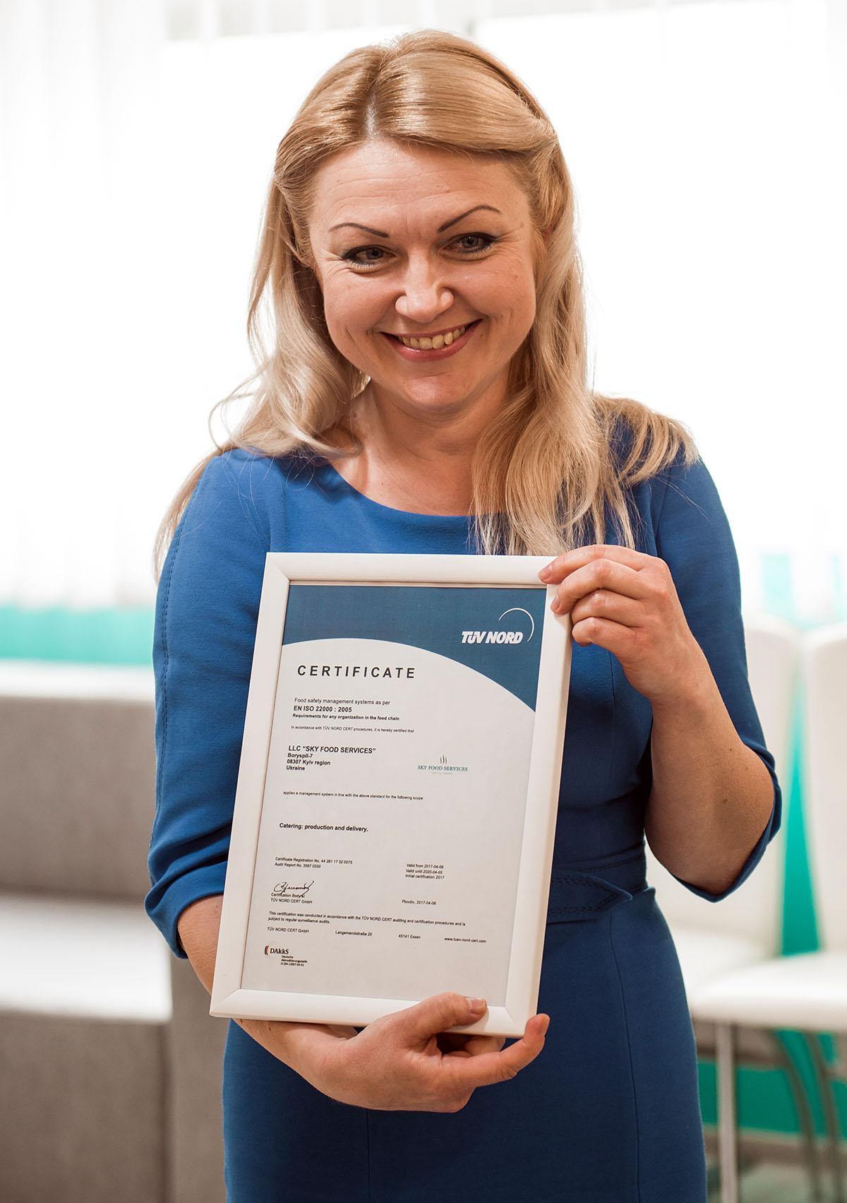 C cертификатом гендиректор Наталья Ямпольская на седьмом небе от счастья!