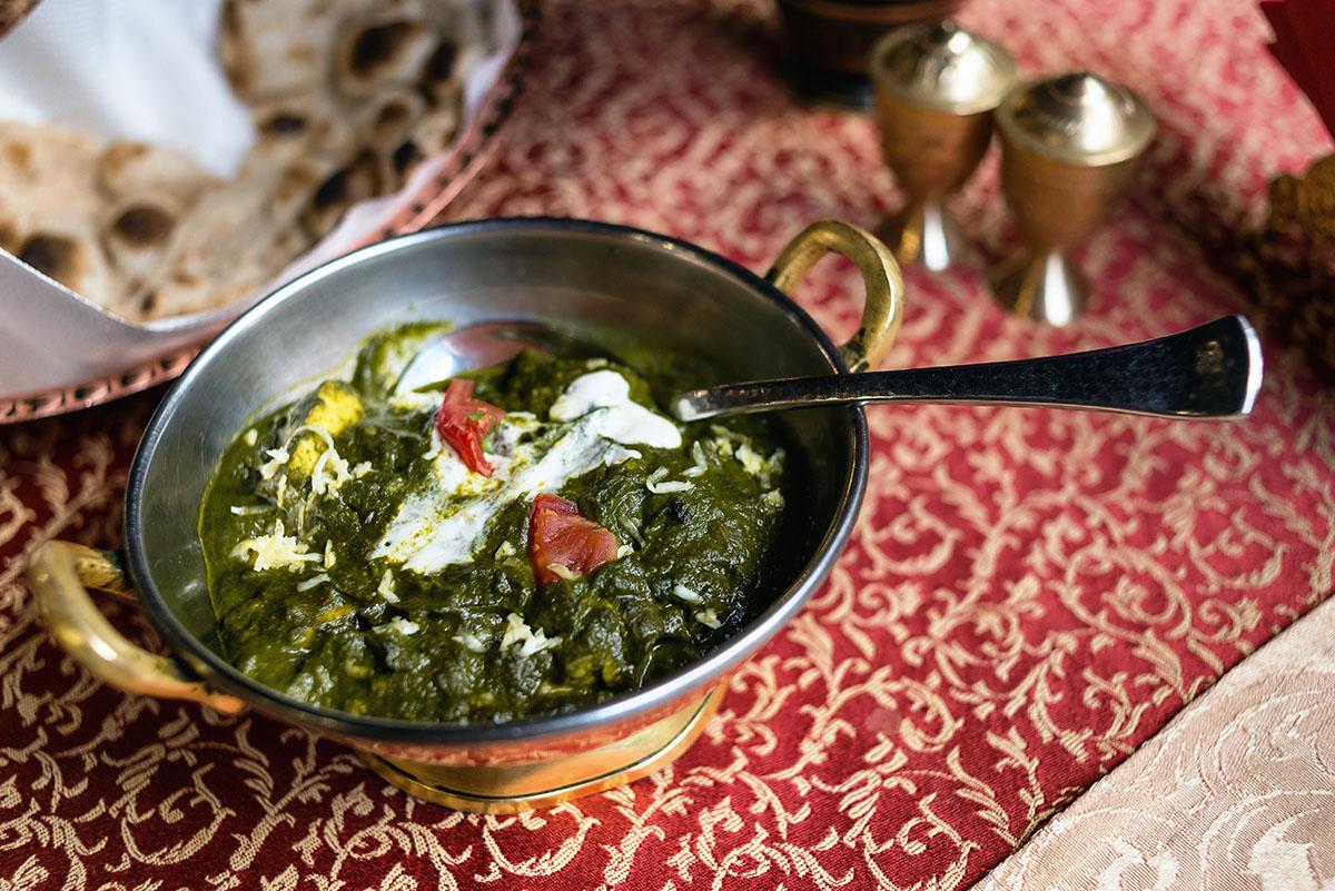 Палак-панир (сыр со шпинатом) оценивают в 119 гривен.