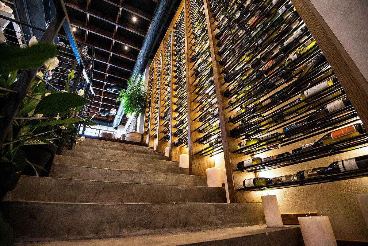 В сети «La Famiglia» с вином полный порядок, что подтверждают международные награды «Wine Spectator».